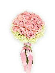 Розовые розы с лимонными гвоздиками